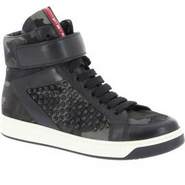 Prada Sneakers alte con borchie da donna in pelle tessuto color Mimetico